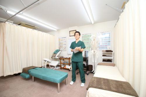 つくば市桜のとも整骨院の施術室ととも先生